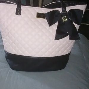 Betsy Johnson large tote cute! Cute!💋